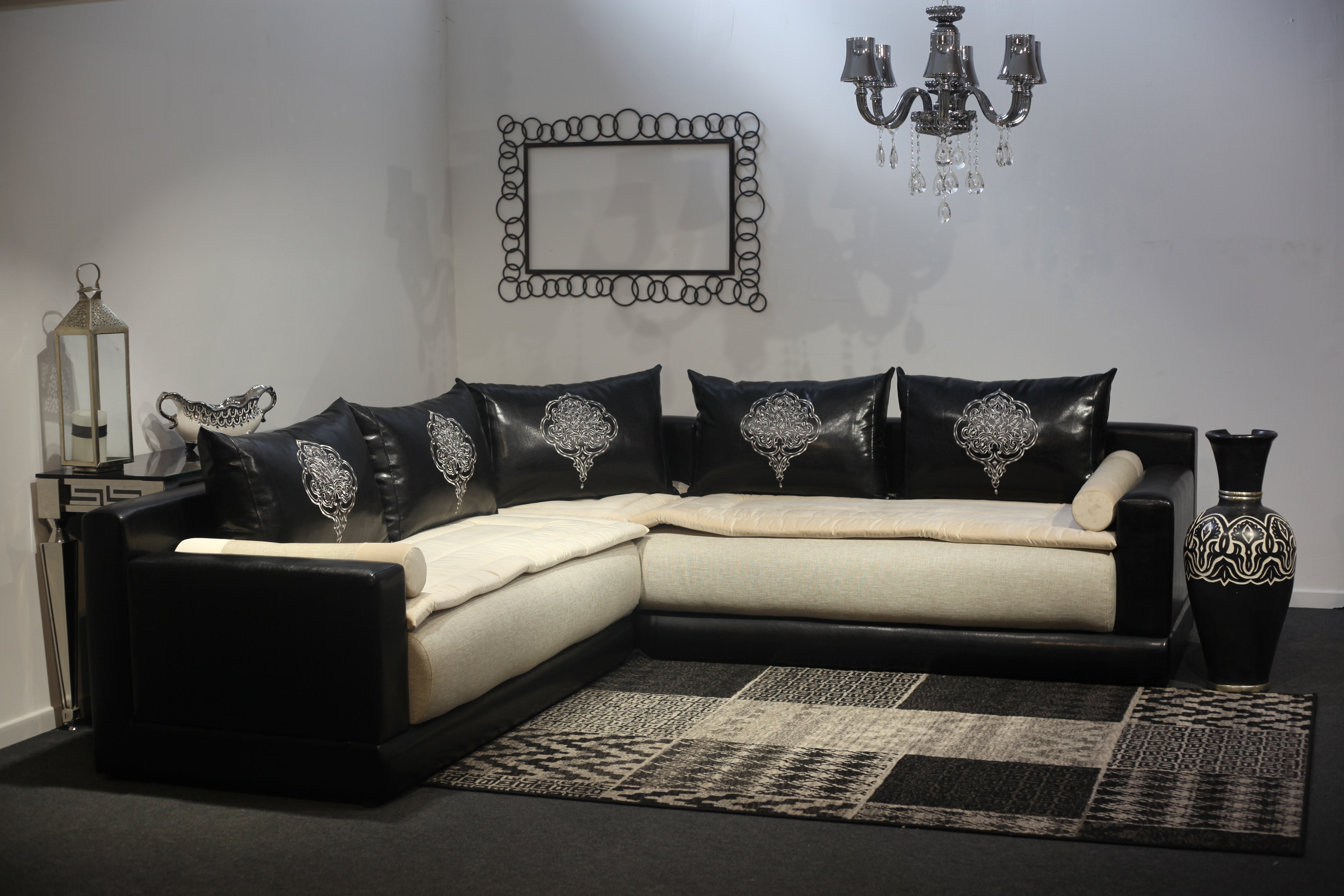 salon tanger le comptoir 126. Black Bedroom Furniture Sets. Home Design Ideas